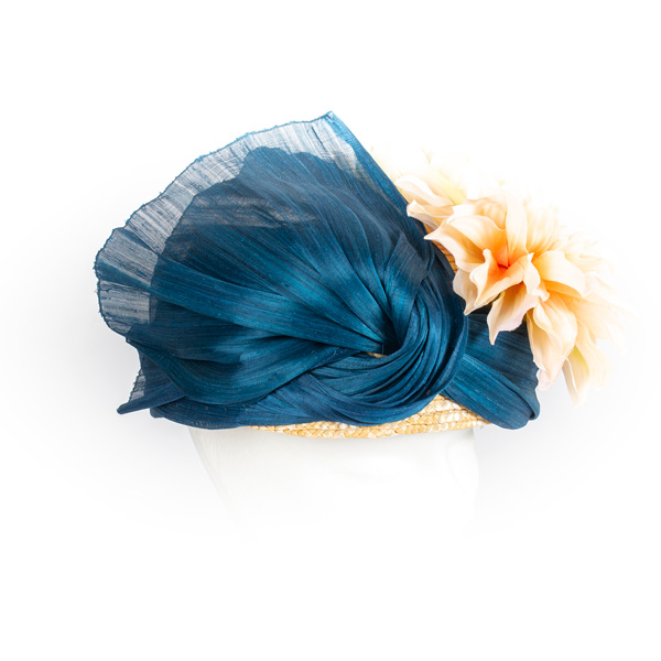 Casquete Sinamay azul petróleo flores marfil - Sombrerería Matilde Falcinelli