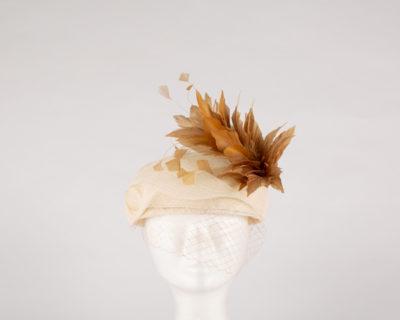 Casquete sinamay velo y plumas - Sombrerería Matilde Falcinelli