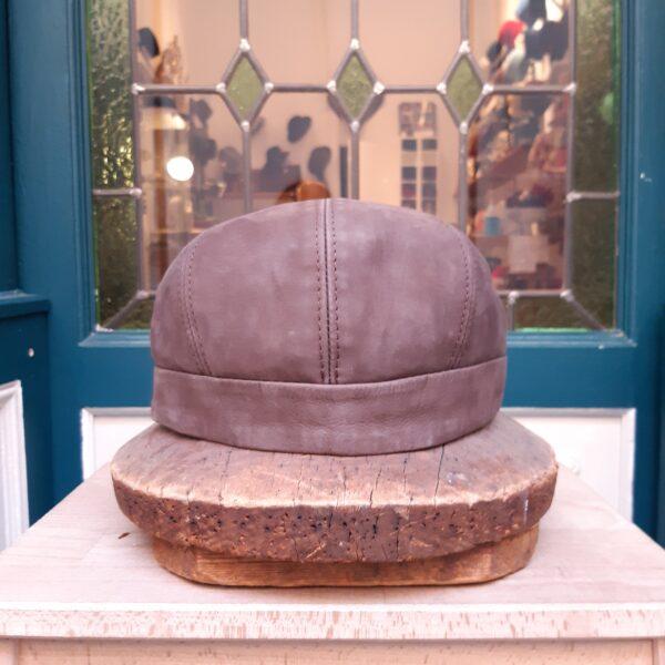Gorra piel con botón Verra - Sombrerería Matilde Falcinelli