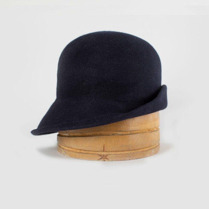 Sombrero cloché en fieltro marino