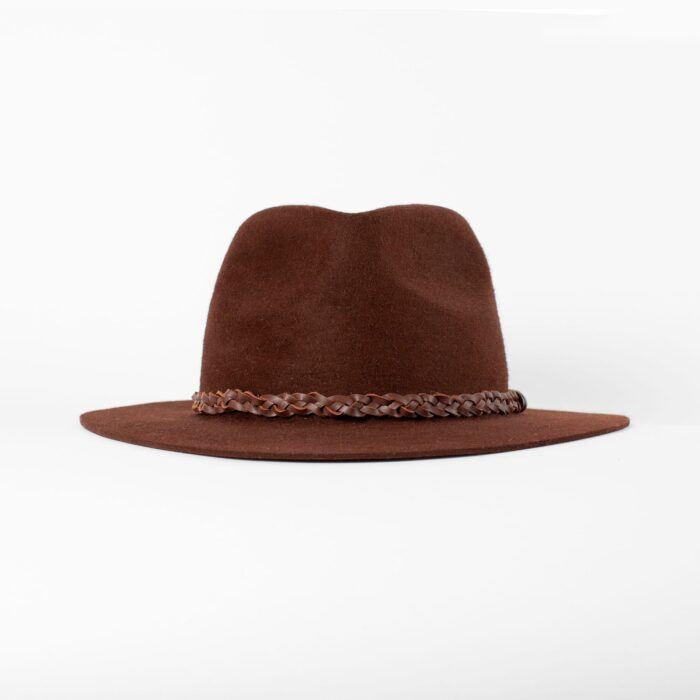Sombrero fedora con trenza de cuero