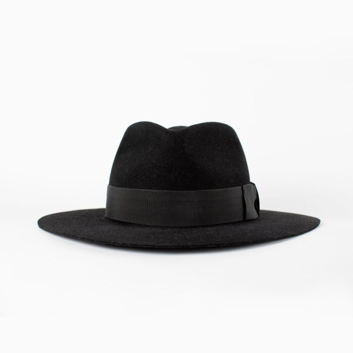 Sombrero negro ala ancha