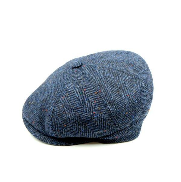 Gorra con botón marrón